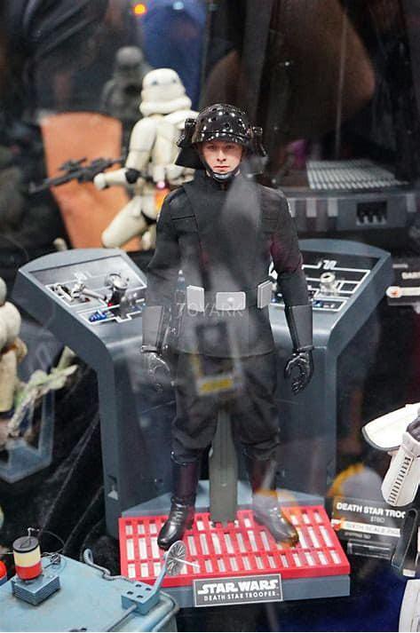 Hot Toys Death Star Trooper proto 2.jpg