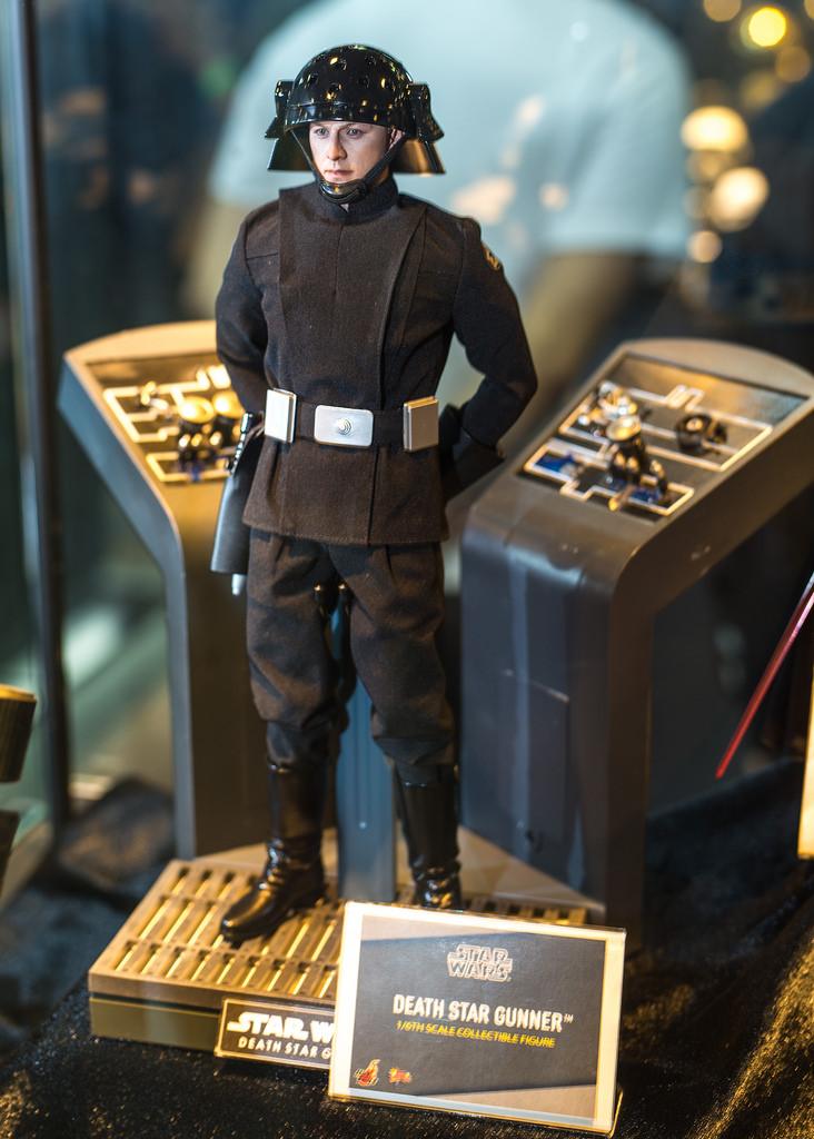 Hot Toys Death Star Trooper proto 3.jpg